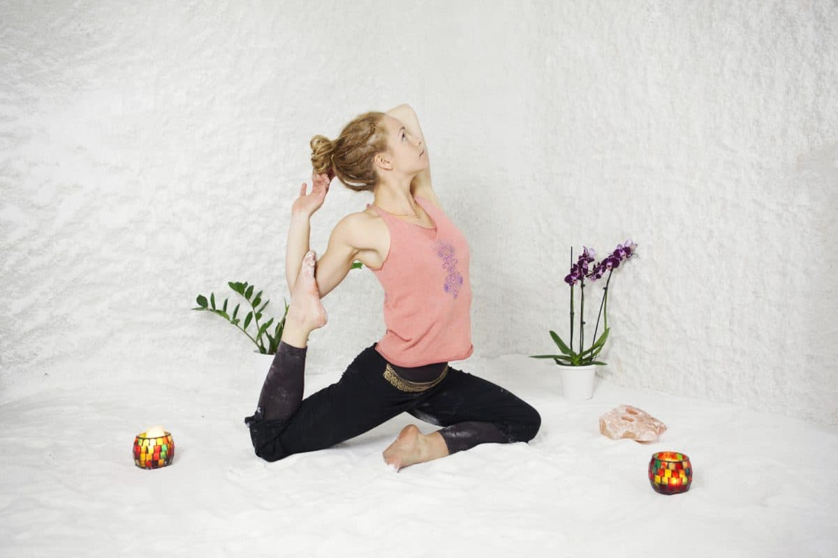 Först i Sverige med saltyoga – yoga i ett rum gjort av salt