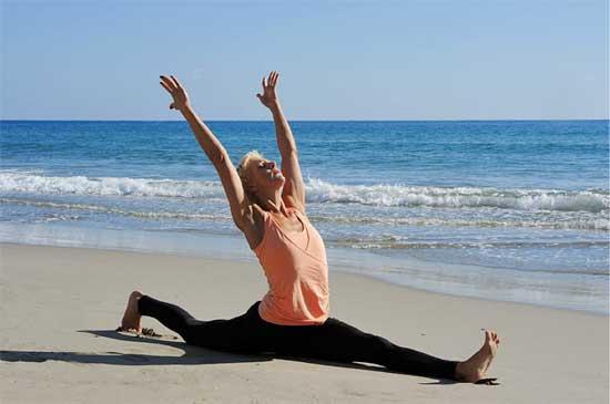 Yogaläraren Jennie Liljefors i Hanumansana.