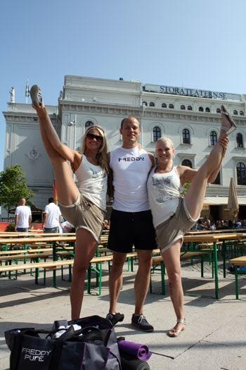 öteborgsbaserade yogalärarna Caroline M Smith, Erik Myrberg och Milla Floryd.