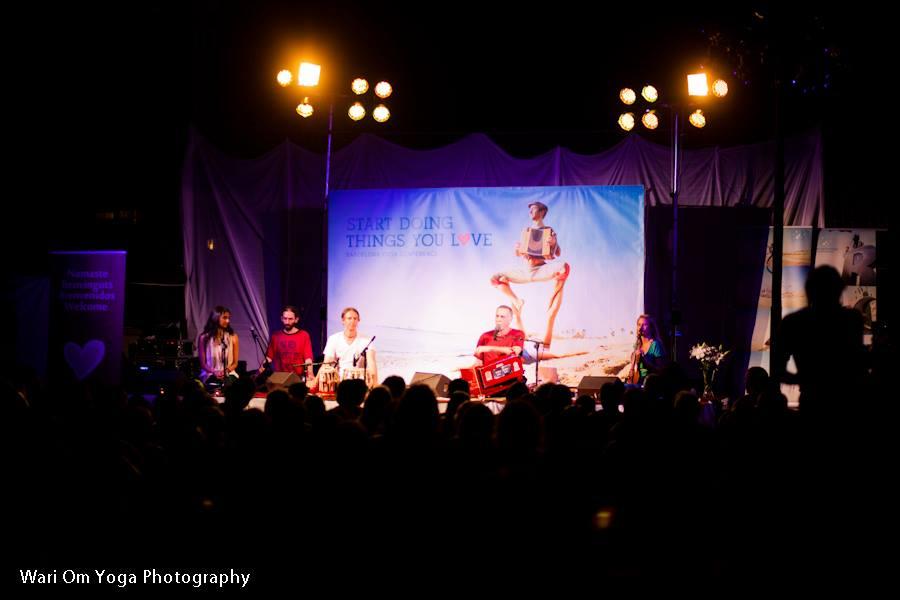 Krishna Das på Barcelona Yoga Conference. Foto: Wari Om Yoga Photography.