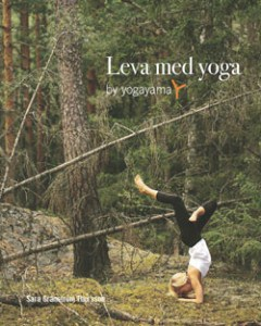 Leva med yoga av Yogayama