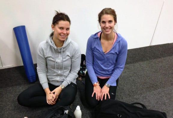 Yogisarna Pernila och Johanna gillar att de har börjat med yoga på Fitnessfestivalen.