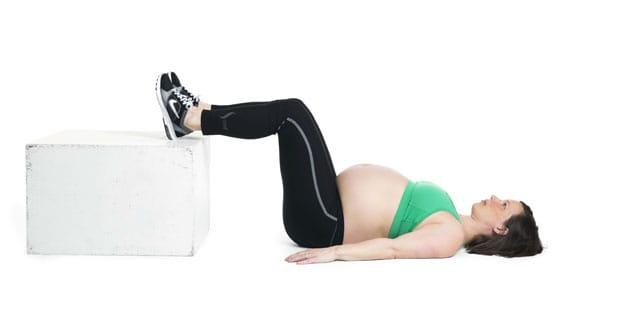 Yoga gravid ur boken Stark, glad, gravid