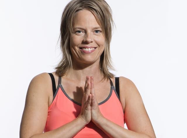Tia Jumbe vill inspirera fler till mer yoga med sin bok: Yogadagboken
