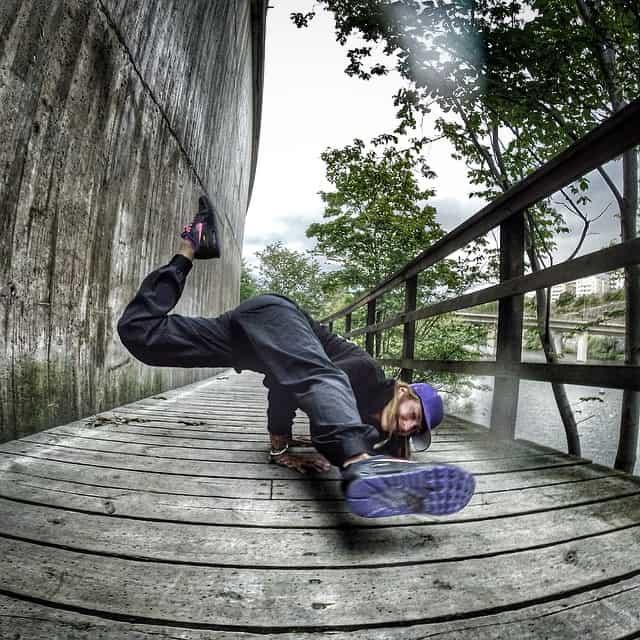 Cool yogaposition på Instagram med Hellcat
