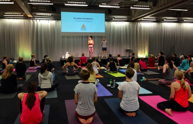 Handstående med Elaine Rydberg på Yoga Games