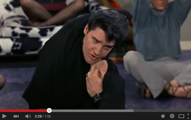 Elvis yogar & sjunger om det