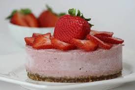Raw jordgubbstårta till midsommar