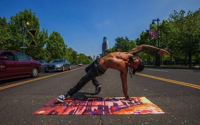 Yogamattor från Spiritual Revolution förenar konst med yoga