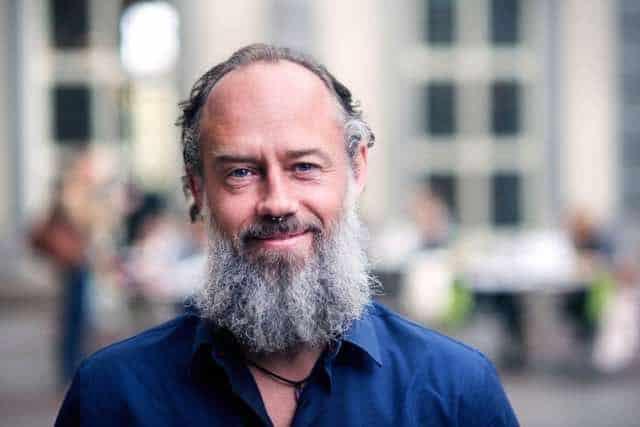 Lasse Lychnell har forskat på hur meditation påverkar företagsledare. Foto: Handelshögskolan