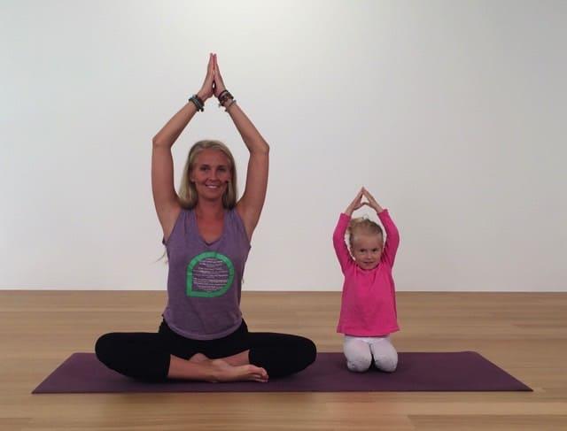 Humlan Silke – gratis yogasaga