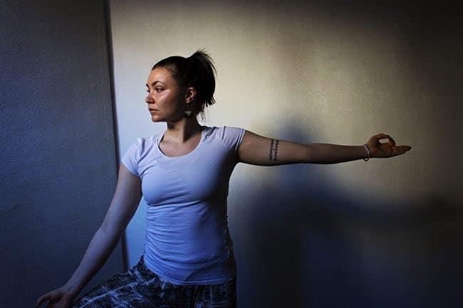 Yogaläraren Mandella. Foto: Lisa Ferneman