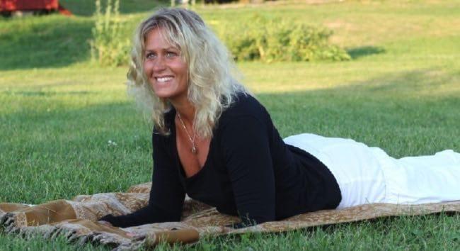 Yogaläraren Ullis Karlsson har Holistisk Hormonyoga i Stockholm