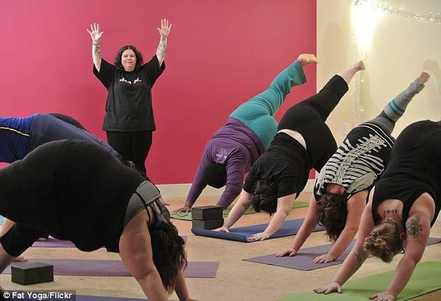 På yogastudion Fat Yoga fokuserar man på de med större kroppar.