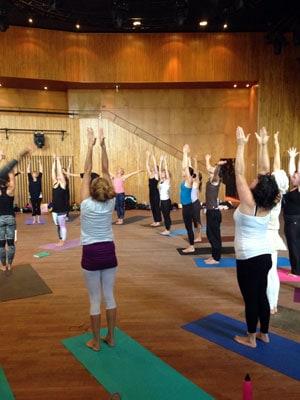 Yogalärarna pratade alla utifrån olika teman vilket förgyllde solhälsningarnas innebörd ännu mer.