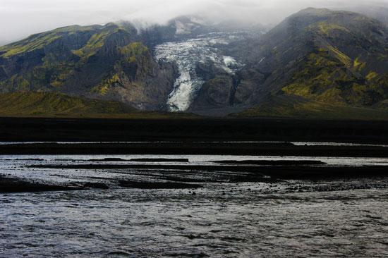 De vackra omgivningarna på Island är alldeles utmärkta för morgonyoga.