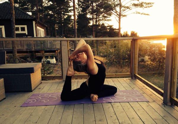 Erika Hedin vill bli en stjärna på akrobatisk yoga.