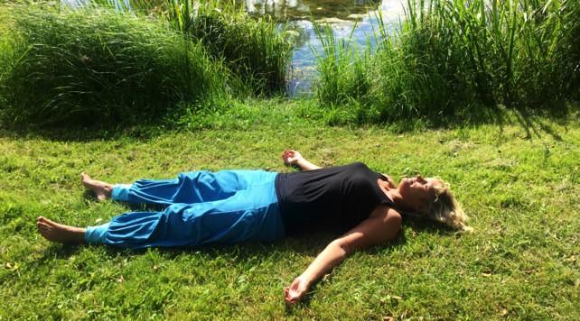 Har du svårt att sova? Här ger Ullis sina bästa yogastips
