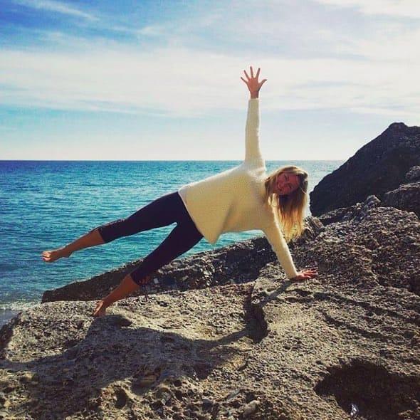 Yoga Challenge med Langley Travel och Side Plank Pose (Vasisthasana)